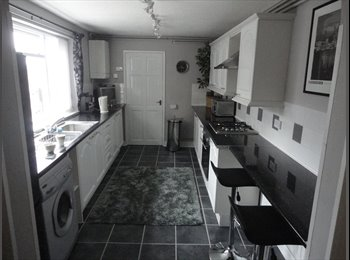 EasyRoommate UK - House Share Double Furnished room in three bedroom - Stoke-on-Trent, Stoke-on-Trent - £260
