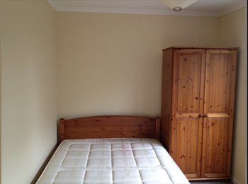 EasyRoommate UK - Room for Single Person  or Couple in Stevenage - Pingreen, Stevenage - £360