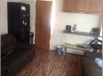 EasyRoommate UK - Room in town centre - Shrub End, Colchester - £450