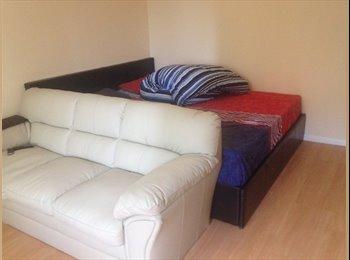 EasyRoommate UK - Furnished Studio Appartement - Stevenage, Stevenage - £550