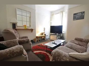 EasyRoommate UK - Double room in fallowfield Manchester - Fallowfield, Manchester - £275