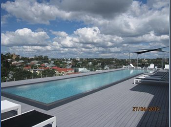 EasyRoommate AU - ROOM AVAILABLE IN WEST END WITH ROOFTOP POOL - West End, Brisbane - $380