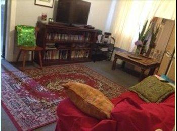 EasyRoommate AU - Room available. - North Bondi, Sydney - $323