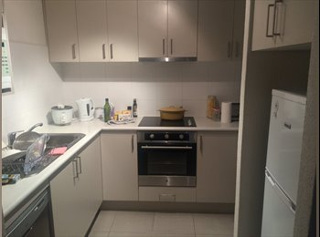 EasyRoommate AU - Modern fully furnished spacious room plus parking space - Geelong, Geelong - $180