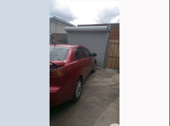 EasyRoommate AU - room with garage space available! 630pm - Ashwood, Melbourne - $145
