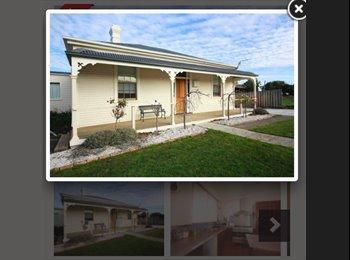 EasyRoommate AU - room in 3 bedroom house - Newnham, Launceston - $135