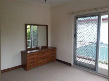 EasyRoommate AU - Room to rent East Brisbane. Huge unit - East Brisbane, Brisbane - $140