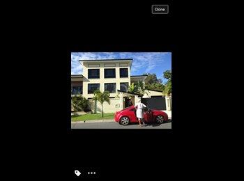 EasyRoommate AU - 2 large rooms  - Surfers Paradise, Gold Coast - $240
