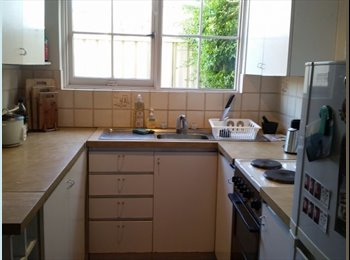EasyRoommate AU - QUIET Master room for rent in MOUNT LAWLEY - Perth, Perth - $160
