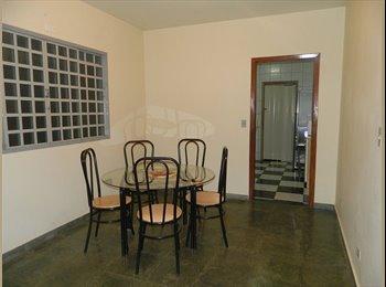 EasyQuarto BR - Aluguel de quarto para mocas estudantes - Maringá, Maringá - R$310