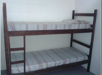 Aluga-se quartos em casa de familia