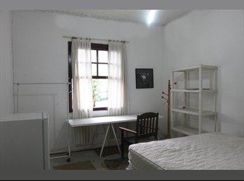Alugo quarto em minha residência