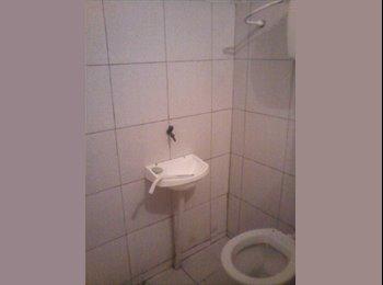 EasyQuarto BR - Aluga-se quarto separado e com banheiro no bairro de Fátima - Outros, Fortaleza - R$380