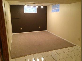 EasyRoommate CA - Cozy lynnwood home - Calgary, Calgary - $1000