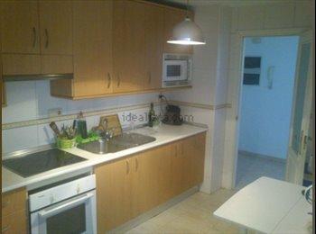EasyPiso ES - estupendo piso , ideal para jovenes zona vialia - Cruz De Humilladero, Malaga - €200