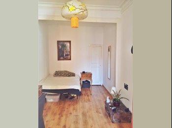 EasyPiso ES - habitación doble muy luminosa y tranquila - Eixample, Barcelona - €300