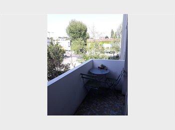 Appartager FR Cherche coloc! pour partager appart à 3 - quartier hopitaux facs - St ELOI - Hôpitaux-Facultés, Montpellier, Montpellier - 460 par Mois,€106 par Semaine€ - Image 1