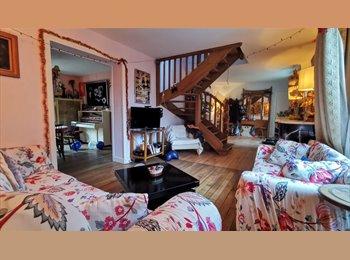 St-Cloud, petite chambre dans grande maison !