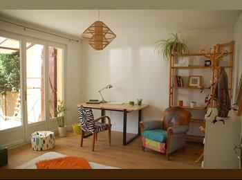 Chambre meublée très lumineuse avec terrasse