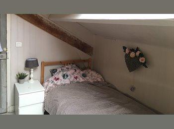 Appartager FR - Chambre dans maison pour étudiant ou - de 30 ans. - Vélizy-Villacoublay, Paris - Ile De France - €430