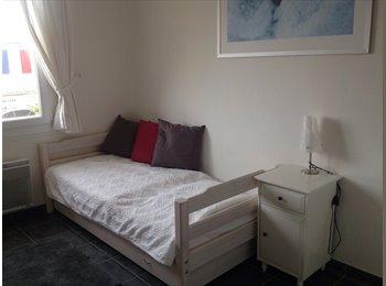 Chambre meublée avec kitchenette et douche