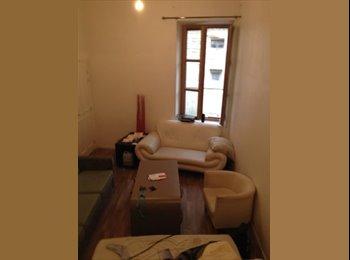 Appartager FR - Bel appart proche place des Carmes - Avignon, Avignon - €350