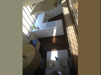 Appartager FR - Colocation Loft Vieil Antibes - Antibes, Cannes - €650