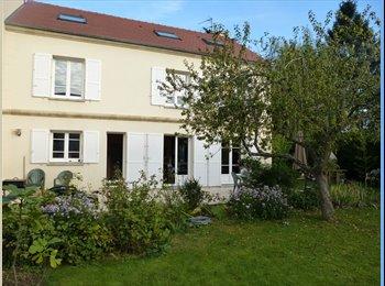 Appartager FR - Pavillon de 220m2 - Les Clayes-sous-Bois, Paris - Ile De France - €500