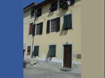 EasyStanza IT - Mansarda carina e molto luminosa - Antraccoli-Tempagnano-SS.Annunziata, Lucca - €320