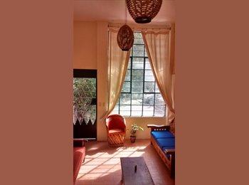 CompartoDepa MX - Rento cuarto amueblado en casa bonita en Americana - Guadalajara, Guadalajara - MX$3500