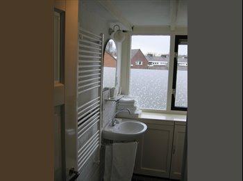 EasyKamer NL - Ruime zolderetage met kitchenette en badkamer - Tuindorp/Voordorp, Utrecht - €650