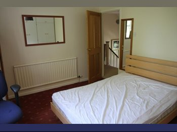 Room to rent in pleasant village with facilities