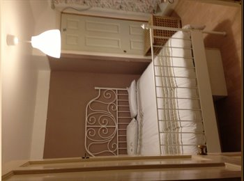 EasyRoommate UK - double room to rent - Feltham, London - £570