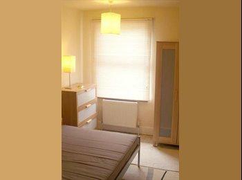 EasyRoommate UK - Bright  room in lovely friendly house - Wolverton, Milton Keynes - £375
