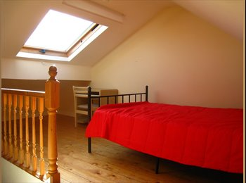 3 Rooms in 4 Bed Student House, Kensington Fields
