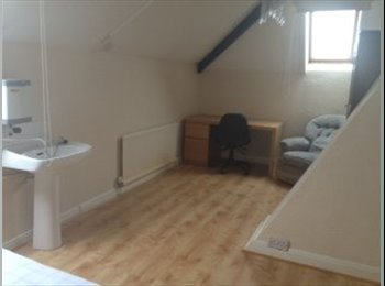 1 triple room to rent. Single room from 30/11/14.