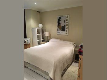 Large double room with en-suite Earls Court modern