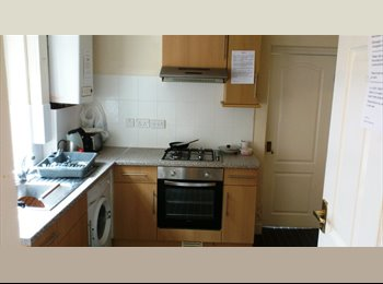 EasyRoommate UK - Double rooms from £315 pcm - Town centre - Bedford, Bedford - £315