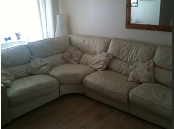 EasyRoommate UK - Kingsized and single room available now - Mile End, Colchester - £450