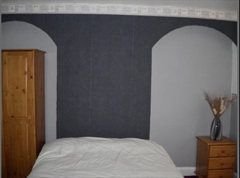 ***WOW ONE LARGE DOUBLE ROOM, CLOSE TO TOWN***
