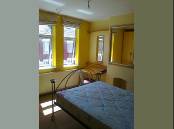 EasyRoommate UK - Double Room in Shared Modernised Terrace House - Knighton, Leicester - £300