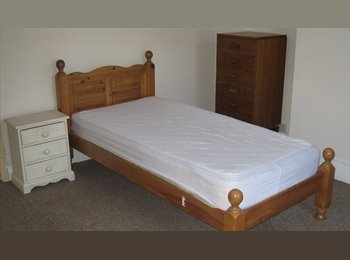 EasyRoommate UK Large room near Sheffield city centre - Broomhall, Sheffield - £180 per Month - Image 1