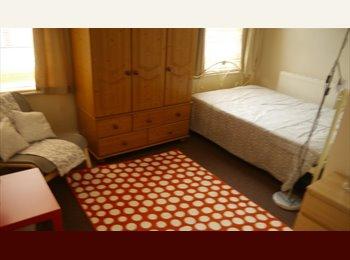 ensuit rooms in cosey house quiet street