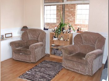 EasyRoommate UK -   Self contained Studio Room in furnished house - Alvaston, Derby - £345