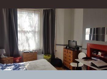 Double room  in 3 bedroom garden flat