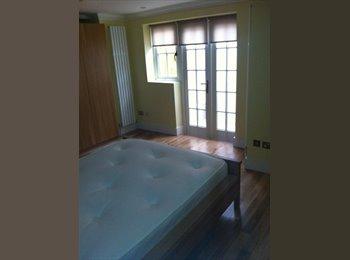 double bedroom ensuite in fulham sw6