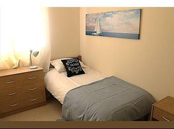EasyRoommate UK - Double Room Available - Dallington, Northampton - £450