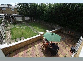 EasyRoommate UK - Kingsize Bed Room to let in a luxury House - Little Parndon, Harlow - £500