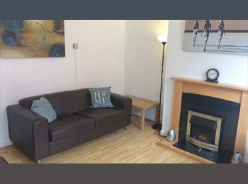 EasyRoommate UK - SHARED STUDENT HOUSE - NO SUMMER RENT- VIEW NOW !! - Kirkstall, Leeds - £312