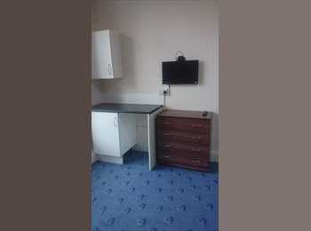 EasyRoommate UK - Three x 1  bed self contained flats - Harborne, Birmingham - £425